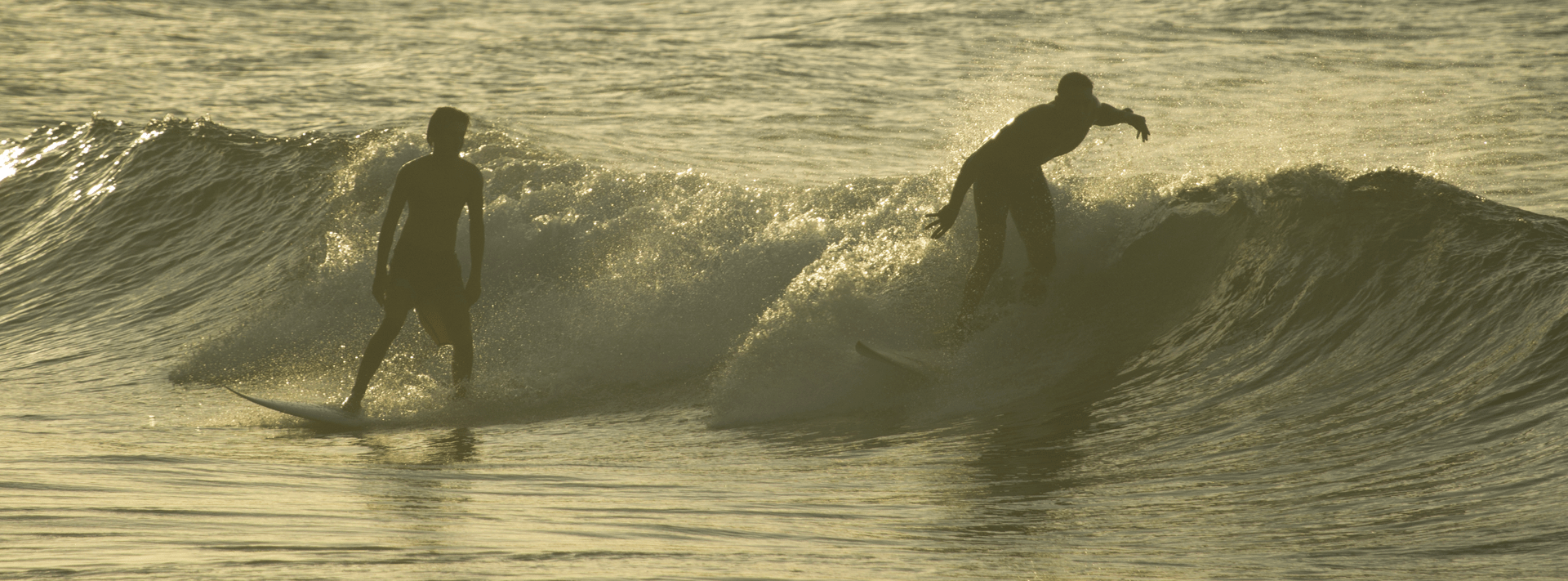 surfer a tahiti